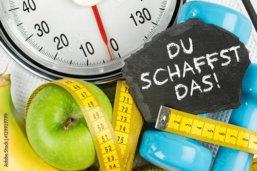 Photo du schaffst das fitness motivation waage maßband apfel tafel konzept hintergrund