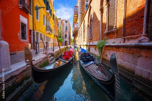Foto auf Gartenposter Stadt am Wasser gondolas moored in narrow venetian canal