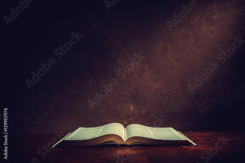 Open bible on a desk Fototapete