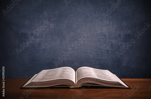 Photo Open Bible on a wood desk