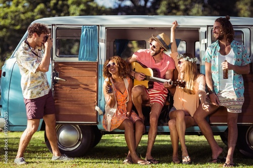 Papiers peints Magasin de musique Group of friends having fun at music festival