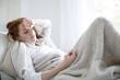 Leinwandbild Motiv kranke Frau