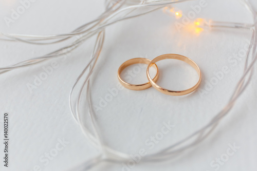 Wedding rings and lights Canvas Print
