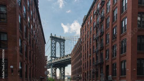 Photo  Manhattan Bridge at Dumbo area