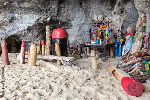 Fényképezés  Wooden phalluses in Princess cave (Pranang cave)