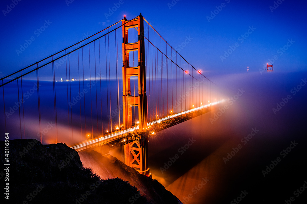 Fényképezés  Golden Gate Bridge, San Francisco at sunrise, California