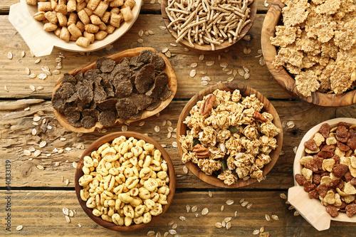 prodotti a base di cereali misti per colazione su sfondo rustico Tablou Canvas