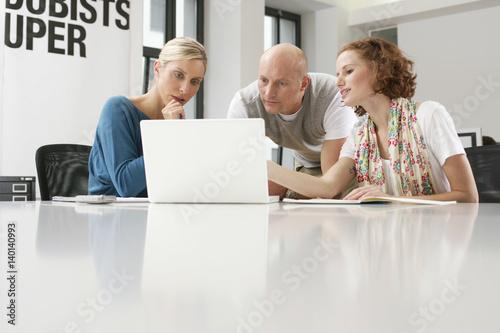 Photo  Three businesspeople having a meeting