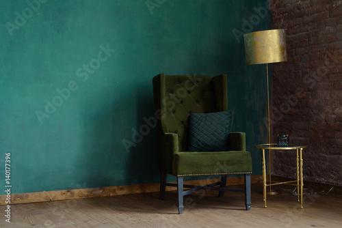 Plakat Wnętrze salonu z fotelem i lampą podłogową