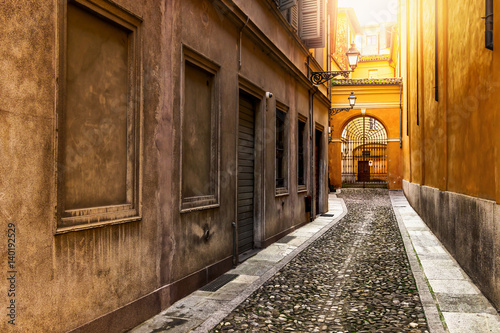 Spoed Foto op Canvas Smal steegje Old narrow colorful street in Italy.