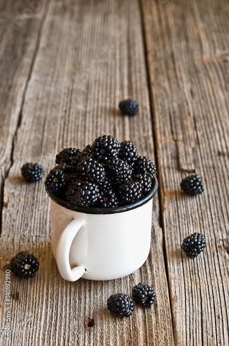 Fotografija  Blackberries on a mug