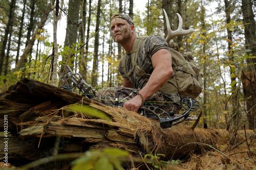 Photo  Bow hunter tracking prey