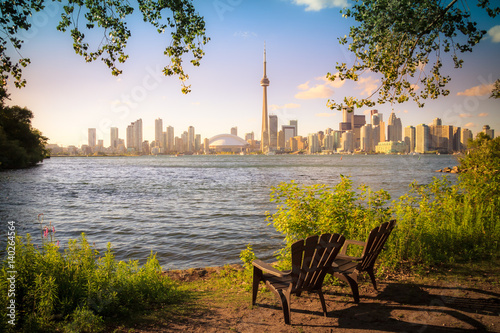 La pose en embrasure Toronto View of Toronto Cityscape during sunset taken from Toronto Central Island