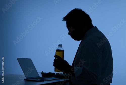 Fototapeta 昼食を取るビジネスマン、弁当,孤独