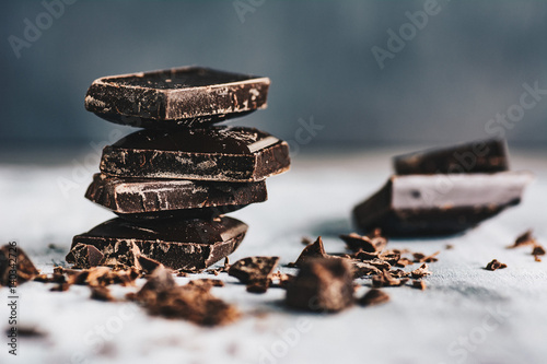 Leinwand Poster Dark chocolate on grey background
