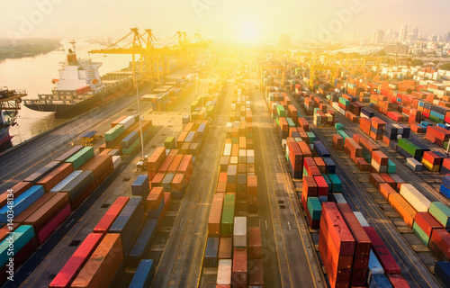 container ship in import export and business logistic Canvas-taulu
