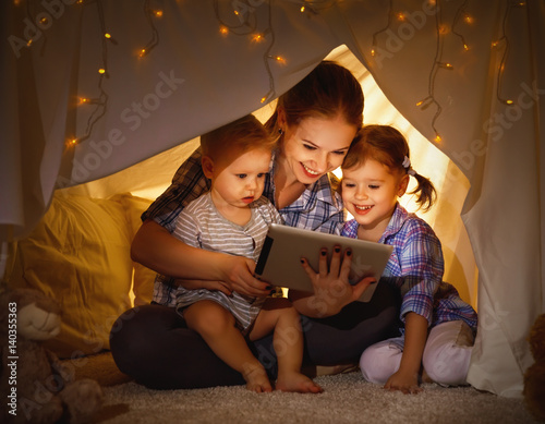 Obraz Happy family mother and children playing in tablet  pc - fototapety do salonu