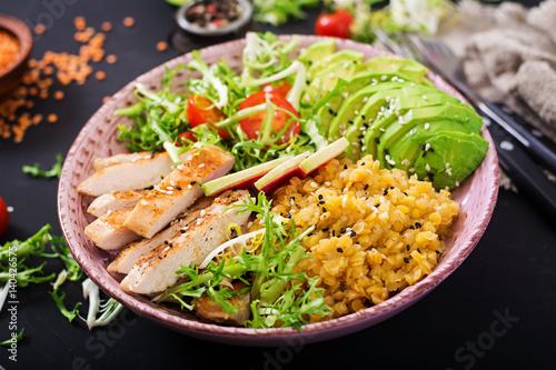 Foto auf AluDibond Gericht bereit Healthy salad with chicken, tomatoes, avocado, lettuce, watermelon radish and lentil on dark background.