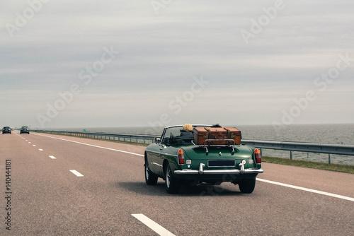 Cadres-photo bureau Vintage voitures Travel together by car, retro cabriolet, vintage luggage
