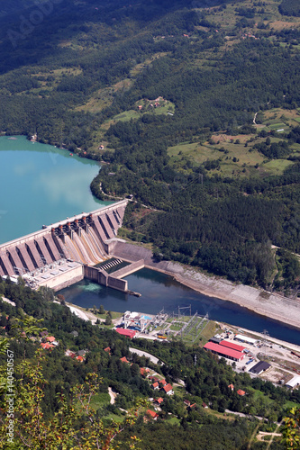 Photo sur Toile Barrage hydroelectric power plant on river