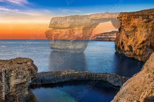 Obraz na plátně Gozo, Malta - The beautiful Azure Window, a natural arch on the island of Gozo has been collapsed in 9