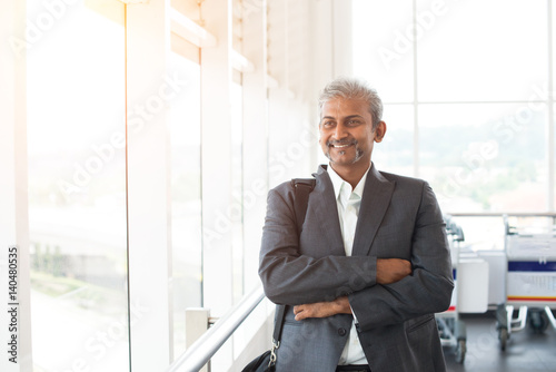 Fototapety, obrazy: indian business male at the airport