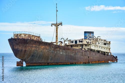 Canvas Prints Ship Wrack nahe dem Hafen von Arrecife, Lanzarote, Kanarische Inseln, Spanien