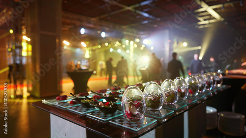 Photo  Beautifully decorated catering banquet table with different food snacks