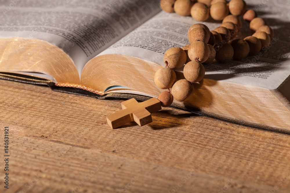 Fototapety, obrazy: Cross on the bible.