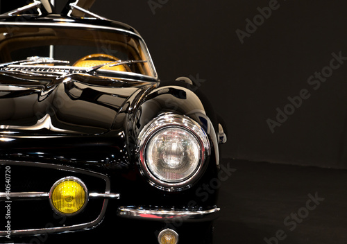 Deurstickers Vintage cars Schwarzer Oldtimer mit viel Chrom und Textfreiraum
