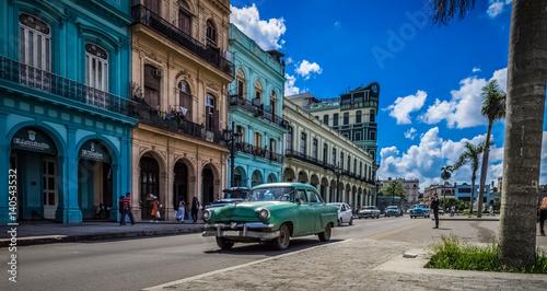 Foto op Canvas Havana HDR - Blauer Chevrolet Oldtimer auf der Hauptstraße in Havanna Kuba fährt vor dem Capitolio - Serie Kuba 2016 Reportage