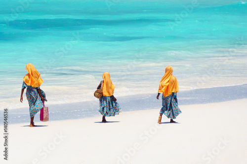 Spoed Fotobehang Zanzibar Kids going to school in Zanzibar