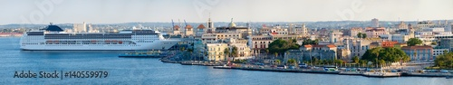 Poster Havana Very high resolution panoramic image of Old Havana including historic buildings and a modern cruise ship