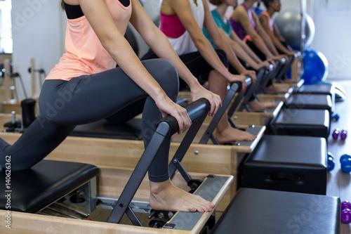 Photo  Group of women exercising on reformer