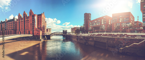 Fotomural  panorama of hamburg city on a sunny day