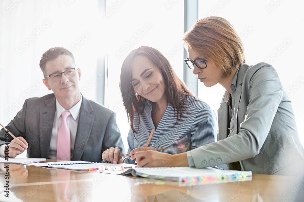 Fototapety, obrazy: Businesspeople in meeting room