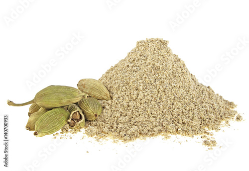 Fototapeta Cardamom powder and pods on a white background obraz