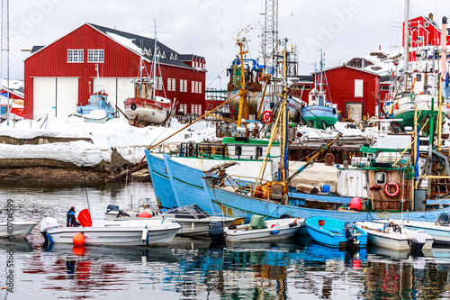 Foto auf Gartenposter Stadt am Wasser Boats and fishing ships standing on land and water in port of Sisimiut, Greenland