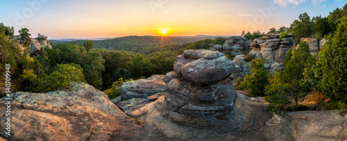 Fotografie, Obraz Rock formations and summer sunset, Garden of the God's, Southern Illinois