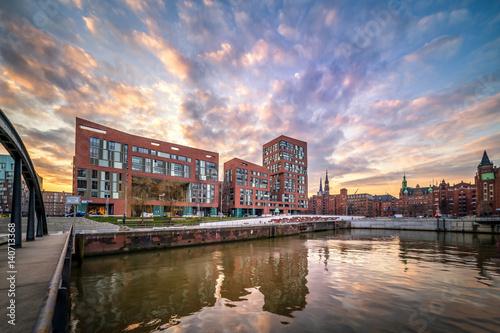 Garden Poster Napels Sonnenuntergang in der HafenCity und Speicherstadt, Hamburg