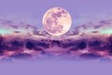 Nocne niebo z chmurami i jasnym księżycem w pełni z błyszczącym. - 140729155