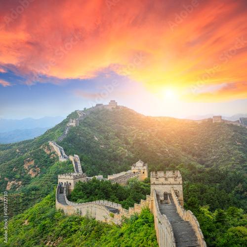 Poster Pekin majestic Great Wall of China at sunset