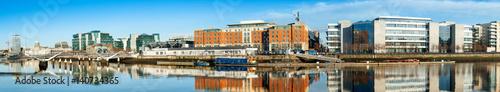 Obraz na płótnie Dublin, Irlandia, panoramiczny widok na rzekę Liffey w jasny dzień