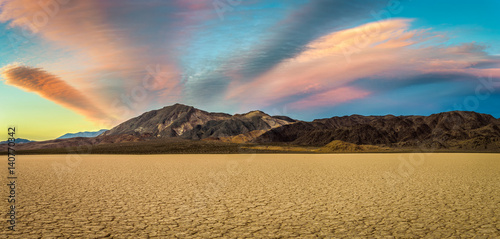 Foto op Plexiglas Zandwoestijn Sunset at Racetrack Playa in Death Valley National Park