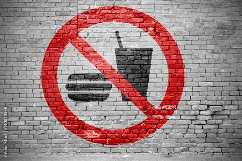 Fotografía  Ziegelsteinmauer mit Essen und Trinken verboten Graffiti