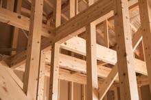 建築中の木造一戸建て...