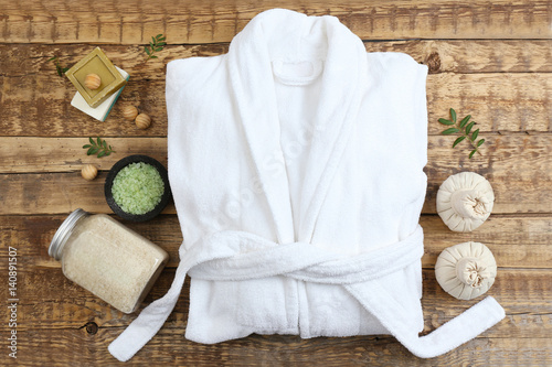 Photo Beautiful spa composition with bathrobe and accessories