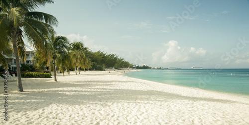 Foto op Plexiglas Caraïben Seven Mile Beach on Grand Cayman island, Cayman Islands