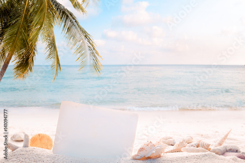 Fotografia  Vintage summer beach background with sand, shells and empty paper for your message design