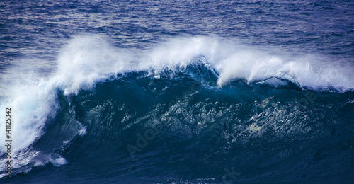 Stickers pour portes Eau powerful ocean wave breaking